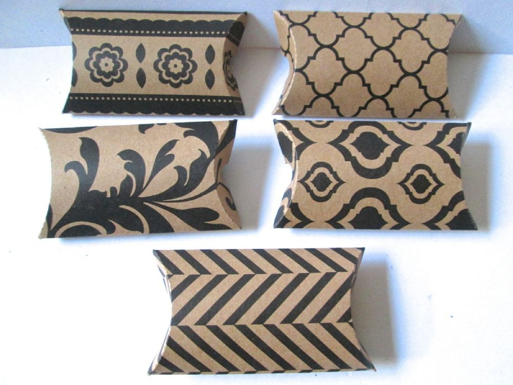 Black And White Pillow Favor Boxes :